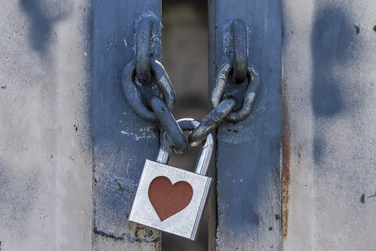 A locked gate with a heart on the lock. So much love during the lockdown.